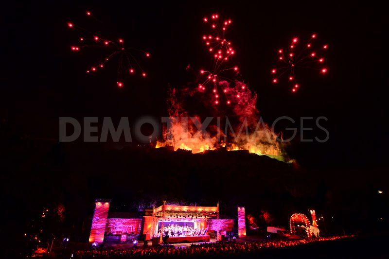 1346652033-edinburgh-festival-ends-with-virgin-money-fireworks-concert_1421717